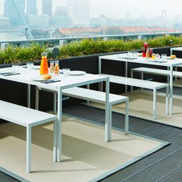 IN & OUT WOVEN VINYL RUGS by Dickson® - Hotel restaurant terrasse