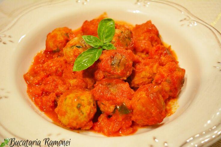 Chiftelutele sunt bune dar cu #sos sunt de-a dreptul delicioase! Aici găsiți #reteta: http://bucatariaramonei.com/recipe-items/chiftelute-in-sos-de-legume/  #chiftele #meatballs #carne #busuioc #food #foodporn