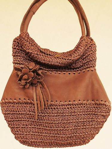 crochet bag ♪ ♪ ... #inspiration #crochet #knit #diy GB http://www.pinterest.com/gigibrazil/boards/