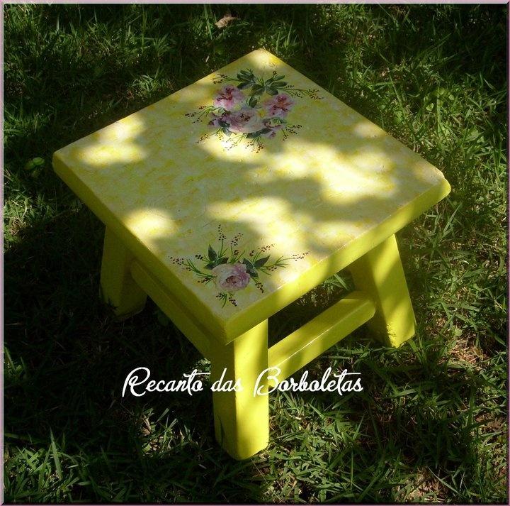 Banquinho com Decoupage Amarelo Sol