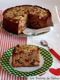 Tenía muchas ganas de hacer un pastel de frutas con sabor a coñac o ron. Tras ver distintas recetas en blogs me inspiré en las cantida...