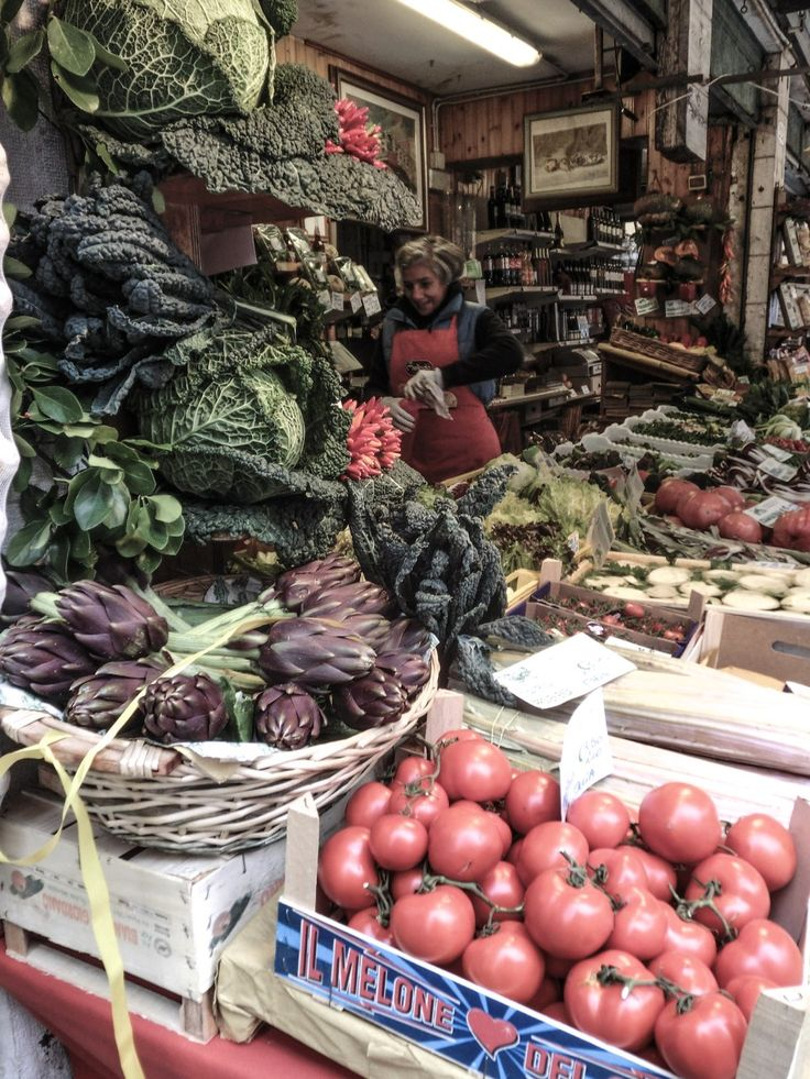 Autumn is a good time to write guides on Venetian Food ! During these cooler days and until the first frost,the offerat our markets is simply breathtaking as you can see in the cover page of this…