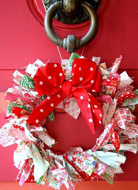 #diy #christmas: Schools Colors, Diy Christmas Wreaths, Ribbons Wreaths, Rag Wreaths, Fabrics Scrap, Front Doors, Christmas Fabrics, Christmas Decor, Screens Doors