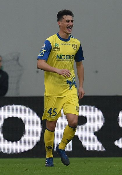 Roberto Inglese of AC Chievo Verona celebrates after scoring the goal 1-3 during the Serie A match between US Sassuolo and AC Chievo Verona at Mapei Stadium - Citta' del Tricolore on February 12, 2017 in Reggio nell'Emilia, Italy.