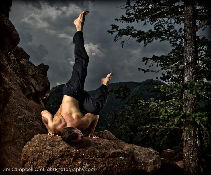 If this were u, we could find a cool mountain spot to take this photo, like the clouds and the pose