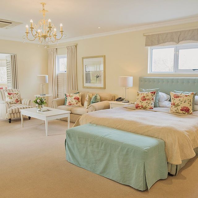 The Family Suite at The Last Word Constantia is elegantly designed to provide enough room for an entire family. The addition of two single beds and a second bathroom provides a family with ample space, whilst still living in luxury and comfort. This exclusive room is the essence of a luxury family holiday in Cape Town.