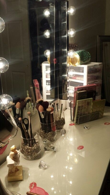 This is how I want it to look kinda.    ☆My Old Hollywood Vanity  My malm dresstable Musik Lights from IKEA♡