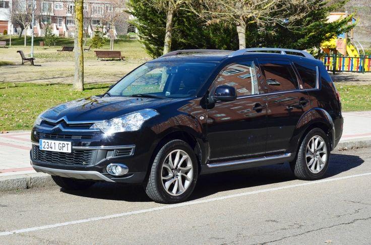 Vaya lujo el Citroën C-Crosser. Lo tiene todo. Tiene un potente motor Hdi de 160 c.v. Es un todoterreno con tracción a 2 ó a 4 ruedas. Es un ámplio monovolumen de 7 plazas. Es una berlina de lujo con bi-xenon, piel, navegación, asientos calefactados, control de velocidad, sensor de aparcamiento, etc... Te ofrecemos 2 años de garantía Auto Royal Premium y certificados de NO accidente estructural y kilometraje garantizados. Financiación sin entrada desde 257 €/mes.