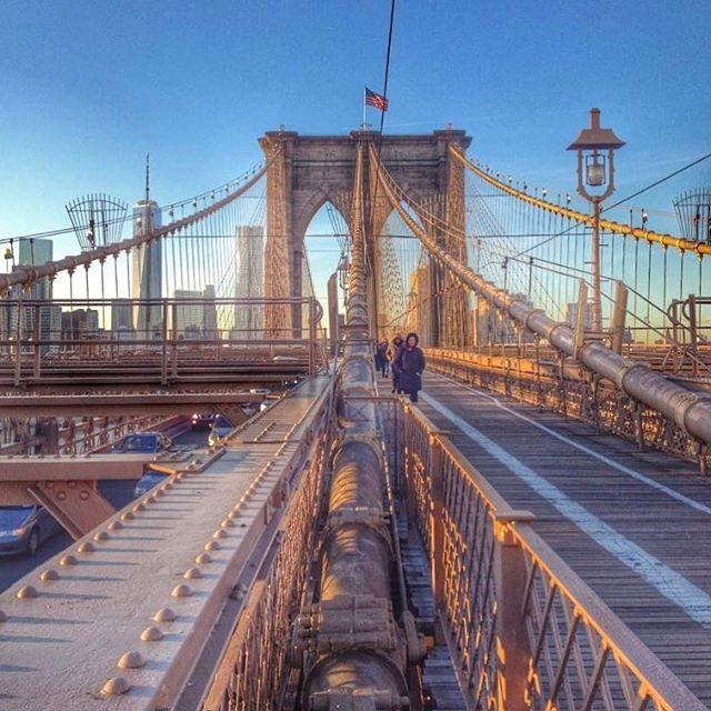 📸: Brooklyn Bridge, one of my favourite views in New York! Walk back towards Manhattan for amazing skyline views 🍎🏙 #thegirlswhowander #brooklyn #brooklynbridge #topnewyorkphoto #manhattan #newyorkcity #usa