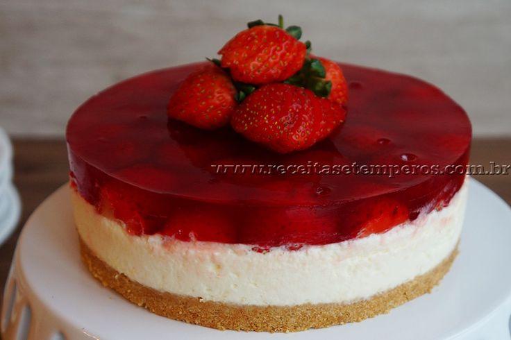 Receita de Cheesecake de gelatina com morango passo-a-passo. Acesse e confira todos os ingredientes e como preparar essa deliciosa receita!