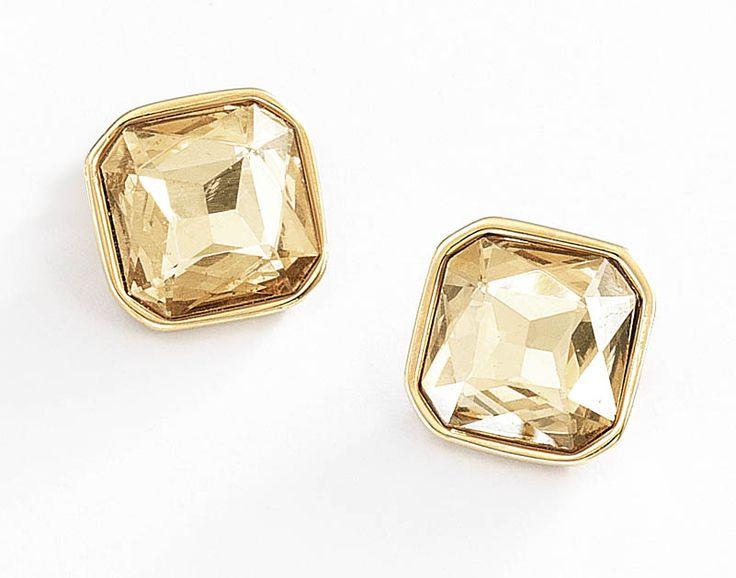 Aretes grandes en 4 baño de oro de 18 kl c on dije cuadrado con piedra cristal de color ambar.
