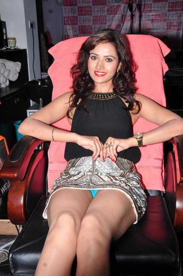 Preeti Rana New Hot Photos,Telugu Actress Preeti Rana Thigh Show Pictures…