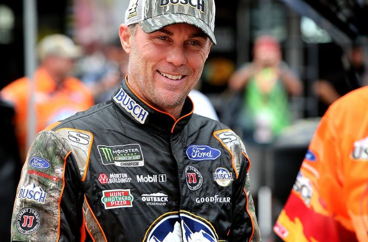 Kevin Harvick will start on pole for Sunday's Southern 500 at Darlington. Full qualifying results:    https://beyondtheflag.com/2017/09/02/nascar-2017-southern-500-qualifying-results-harvick-happy/