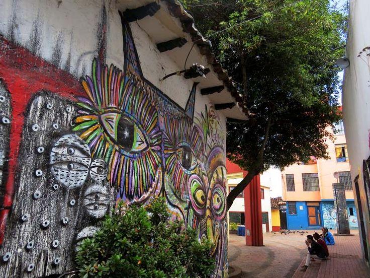 12. El Callejón de las Brujas, una estrecha calle con murales en donde está ubicado el Restaurante y Café El Gato Gris