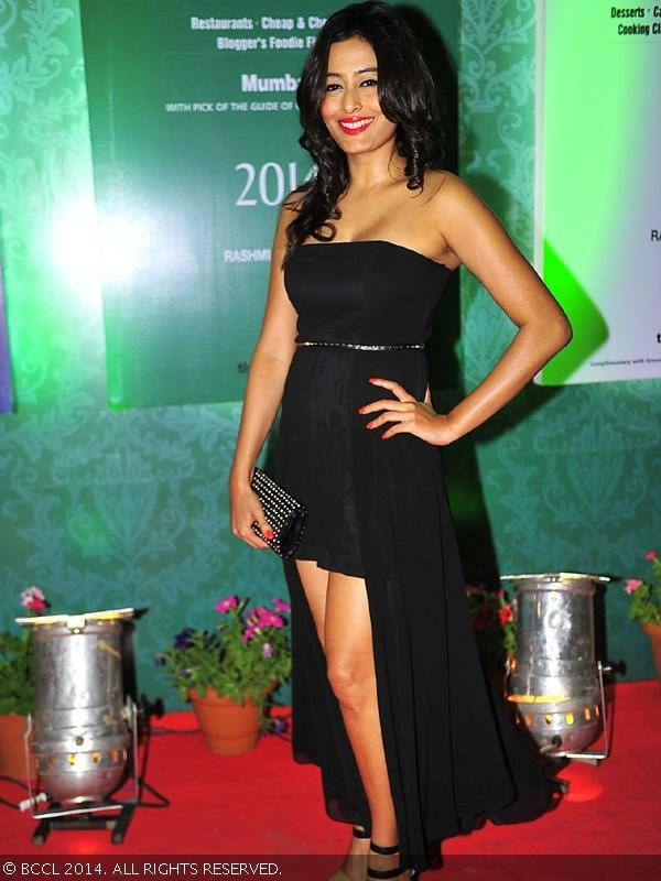 Southern beauty Nidhi Subbaiah during Times Food Guide & Nightlife Awards. #Style #Bollywood #Fashion #Beauty