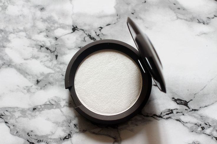 MAKEUP | BECCA Shimmering Skin Perfector Pressed in Pearl http://www.beautybrainsplus.com/makeup-becca-shimmering-skin-perfector-pressed-in-pearl-review-swatches/