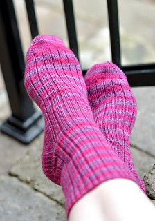 I love knitting socks of all kinds – from the very simple to the very complex. When I need something basic, I cast on a pair of ribbed socks in a colourway that pleases me. Ribbing is no more difficult than plain stockinette and can likewise be used with solid or multi-coloured sock yarns of any kind, but adds extra snugness in the fit. It also requires the tiniest bit more attention while knitting, which can help prevent boredom.