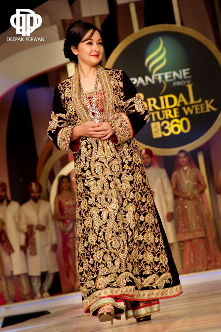 Zeba Bakhtiar in a gorgeous Deepak Perwani outfit @ Bridal Couture Week 2013