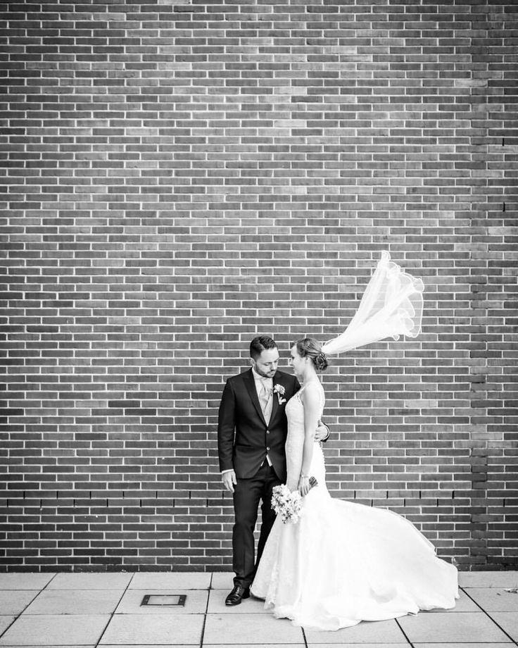 Ich liebe Wind, der durch den Schleicher fegt… Zum Glück bei einer norddeutschen Hochzeit keine Seltenheit. (hier: Speicherstadt)