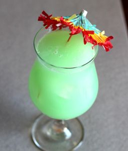 Hpnotiq Breeze – Mix That Drink 1 1/2 ounces Hpnotiq 1 ounce Malibu coconut rum 2 ounces pineapple juice Fill a shaker halfway with ice and pour in all ingredients. Drop some ice into a whiskey sour glass and strain the mixture into it.