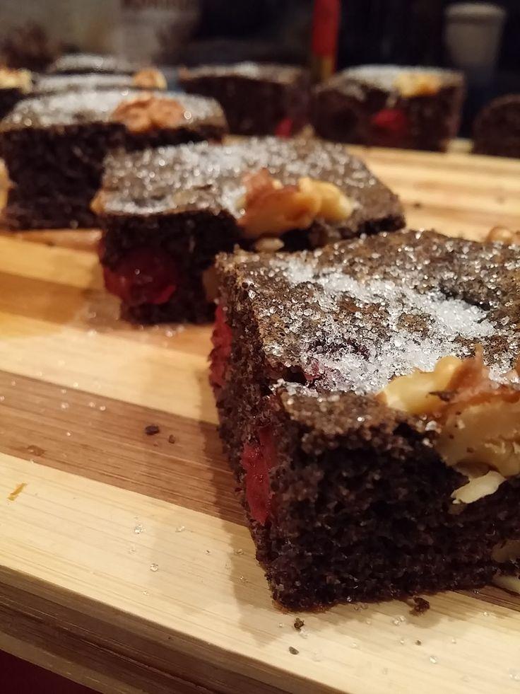 Boszorkánykonyha: Egyszerű meggyes-mákos sütemény