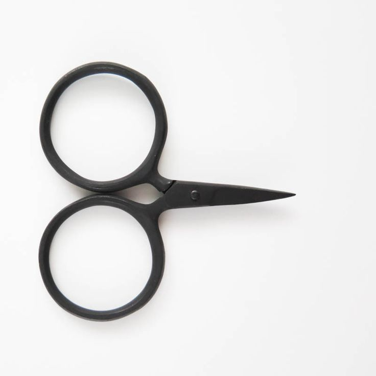 Renown for their exceptional quality and clean, modern designs, Kelmscott Design embroidery scissors are perfect for your sewing or stitching needs. The Putford scissors features regular sized handles