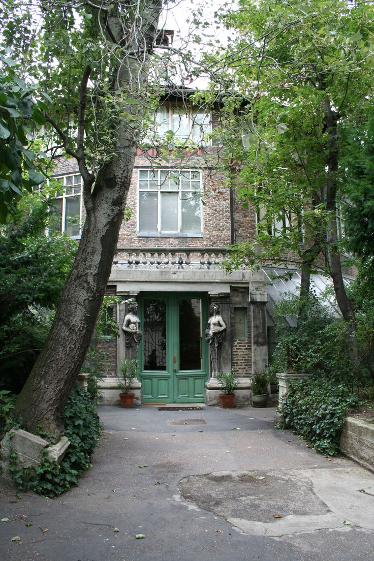 La ruches: cluster of artist's studios hidden away in Paris in Montparnesse 15em (great doors and statues!)
