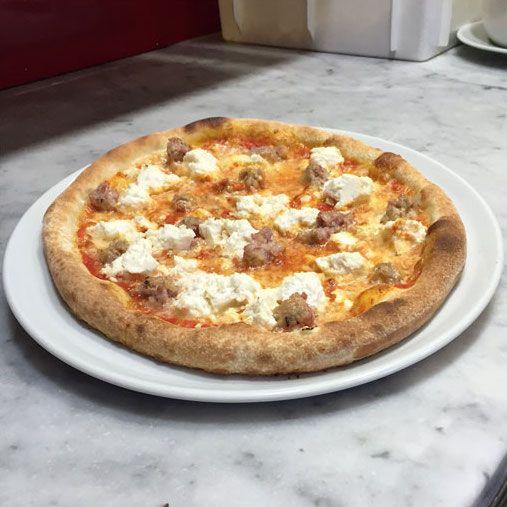 Non c'è solo il risotto con il tastasale!  Lo hai mai assaggiato sulla #pizza? 🍕+ 🐷 = ♥️  Scopri la #ricetta 👉 http://www.bollettinovenetosapori.it/2016/05/03/pizza-tastasal/?utm_content=buffer89e8d&utm_medium=social&utm_source=pinterest.com&utm_campaign=buffer 👈  #estate #mangiarebene  • • • • •  #solocosebuone #mangiarecongusto #tradizioni #salame #italy #yummy #food #eating #quality #instagood #instafood #madeinitaly #foodstagram #estate #italianfood #foodlovers #igfood #healthyf…