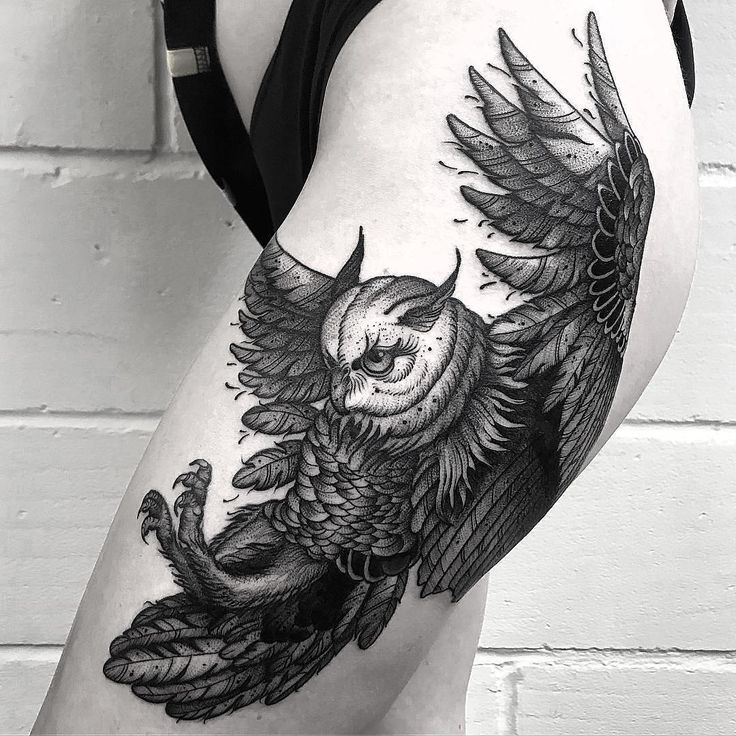 Flying owl thigh tattoo by @owenzor_tattoo