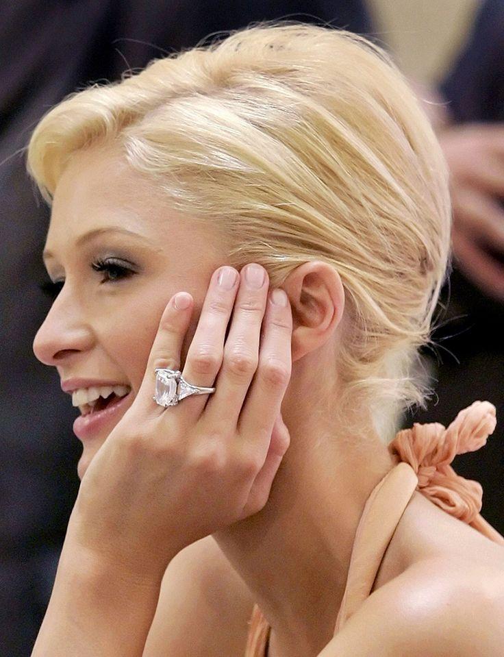 Anel de diamantes de Paris Hilton avaliado em 4,7 milhões de doláries (Créditos: J.P. Moczulski / Reuters)