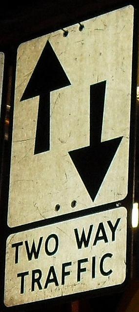 ROADSIGN TWO WAY TRAFFIC    http://www.przeprowadzki-szczecin.com.pl/