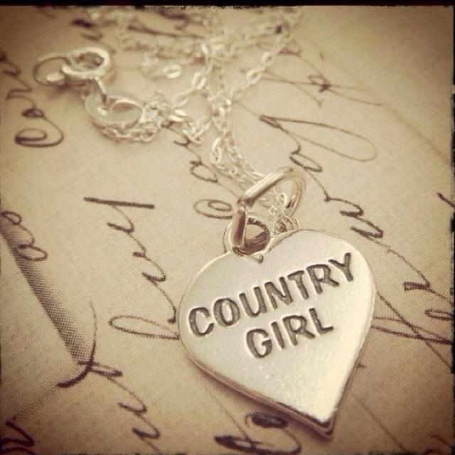 country girlsCountry Dreams, Heart 3, Girls Heart, Countryy 3, Girls Till, Girls Necklaces, Country Life, Accessories, Country Girls 3