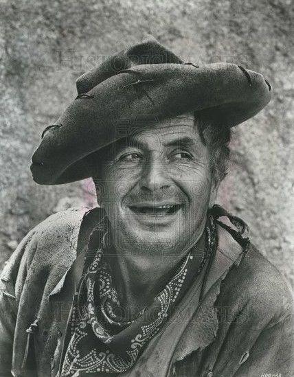 NOAH BERRY Jr  est un acteur américain né le 10 août 1913 à New York et décédé le 1 novembre 1994 à Tehachapi, Californie. Il est le fils de l'acteur Noah Beery et le neveu de Wallace Beery. Filmographie principale : -1936 Ace Drummond de Ford Beebe et Clifford Smith. -1941 Sergent York de Howard Hawks. -1948 La Rivière rouge de Howard Hawks et Arthur Rosson. Voir Wikipedia.