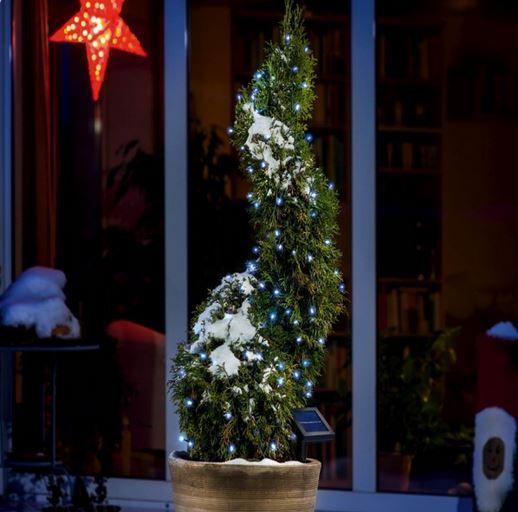 Scegli le Luci di Natale con pannello fotovoltaico per illuminare il tuo albero di natale o semplicemente per addobbare l' esterno della tua abitazione