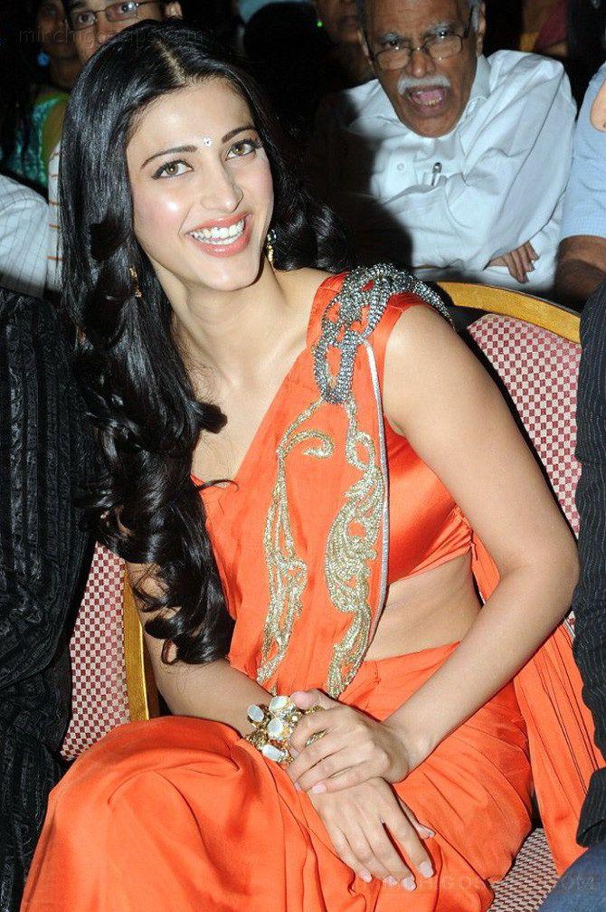 Hot Saree Actress Shruti Hassan