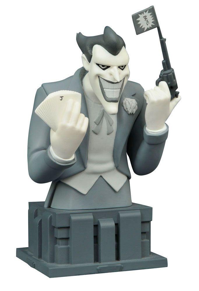 Busto Almost Got 'Im The Joker 15 cm. Batman: la serie animada. Edición exclusiva SDCC 2016. Diamond Select  Bonito y conseguido busto de The Joker en una versión en Blanco y negro de 15 cm, personaje visto en la serie de título Batman: la serie animada, fabricado en material de poliresina y 100% oficial y licenciada. Una estupenda versión exclusiva que se pudo ver en la feria de San Diego Comic-Con de 2016. Busto ideal como regalo.
