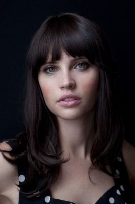 felicity jones as Scarlet minus the bangs