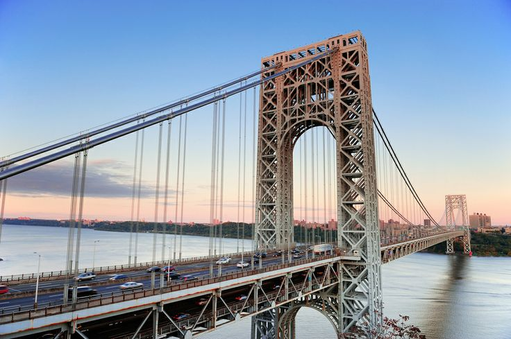 El puente de George Washington atravezando el río Hudson. Conecta Washington Heights con el borough de Manhattan en la ciudad de #NuevaYork.  http://www.bestday.com.mx/Nueva-York-City-area/ReservaHoteles/