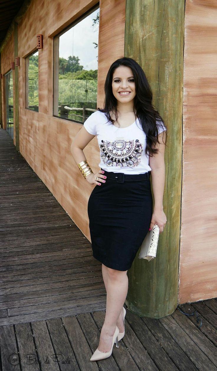 Look do Dia: T-shirt com pedraria e saia lápis | Blog da Paola