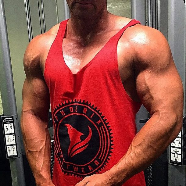 Building your dream physique is of course a combination of diet and training... but the glue that holds it all together is CONSISTENCY. Work hard day in day out. Bobby (@bobbybfg) looking outstanding in the Stamp singlet which you can get from www.phxfitpopup.com