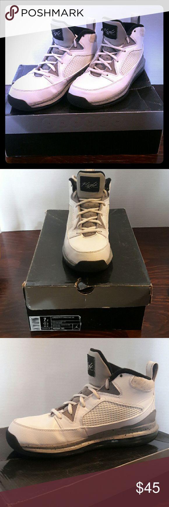 Jordan Flight 9 Barely worn basketball/court shoes, good grip, full length air unit bottoms, original box. Only worn indoors. Jordan Shoes Sneakers