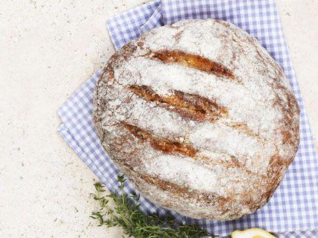 Örtiga bröd med citron och timjan
