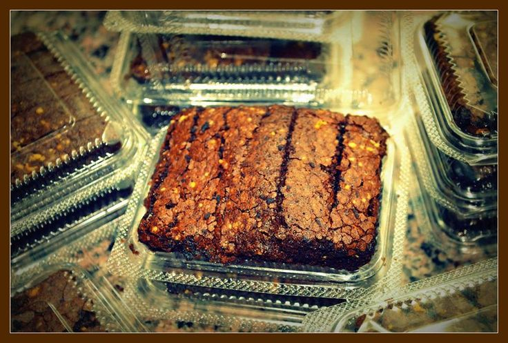 WALNUT BROWNIE  This brownie is deep chocolate brown with a lighter-colored top crust. Its simply a feast for the eyes.Order online at www.avonbakers.com or call us at 9997122050 to get this delivered at your doorstep in Delhi | Noida | Meerut | Ghaziabad | Gurgaon | Modinagar | Faridabad