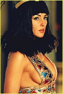 Monica Bellucci as Cleopatra: Burning Men Costumes, Monica Belluci, Monica Bellucci, Halloween Costumes, Cleopatra, Egyptian Style, Dresses, Ancient Egypt, Monicabellucci