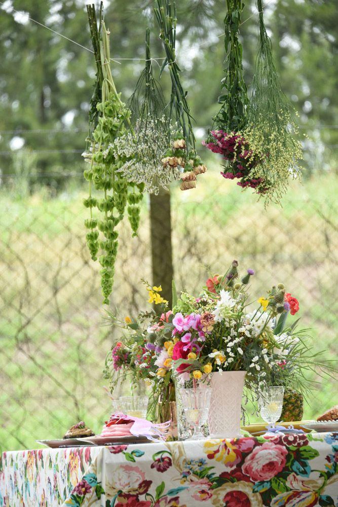 Todo el mundo a la mesa | Revista Tigris Deco, World, Bouquets, Floral Arrangements, Kawaii Drawings, Journals, Mesas, Argentina, Flowers