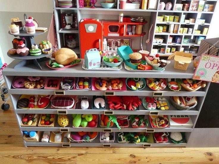 Géniale dinette en feutrine : fruits, légumes, viandes, poissons, gâteaux... / Amazing felt doll's tea set : fruits, vegetables, meat, seafood, cakes...