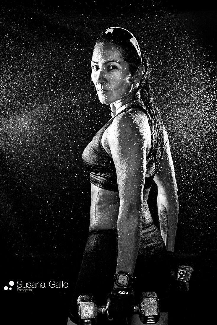 Mujer pesas fotografia