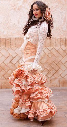 Vestidos de Sevillana, Tienda de Flamenco MuchoTemple