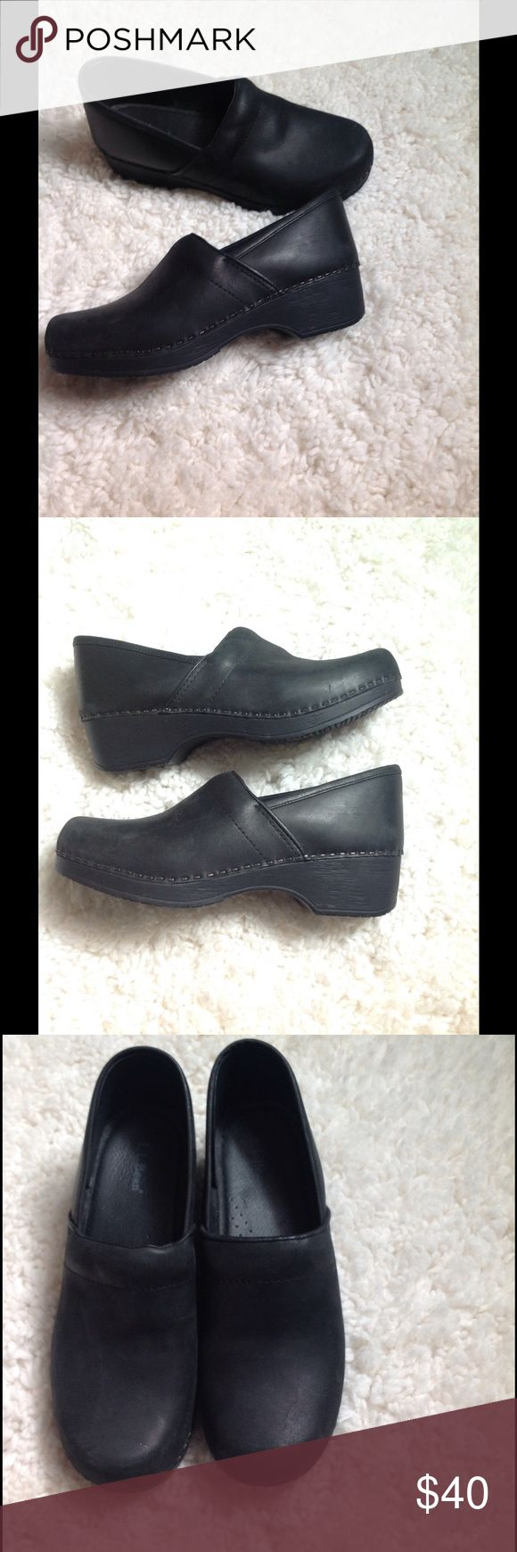 Slip resistant clogs🔺Run SMALL Like new! Great for healthcare workers! These say they are a size 40, however, they run small!!! L.L. Bean Shoes Mules & Clogs