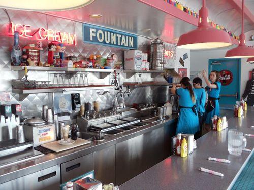 118 best 50's Diners images on Pinterest | Vintage diner ...  118 best 50'...